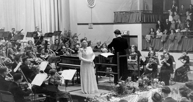 Photo: SPO at Epsom Baths Hall conducted by Kathleen Riddick with Elisabeth 		Schumann 21 October 1946