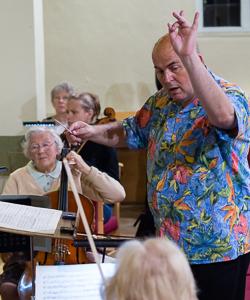 Picture of Mark Fitz-Gerald conducting participants at the Come & Play